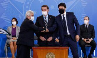 O presidente Bolsonaro também deu posse a Marcos Pontes, agora como ministro da Ciência, Tecnologia e Inovações (Foto: Alan Santos/PR)