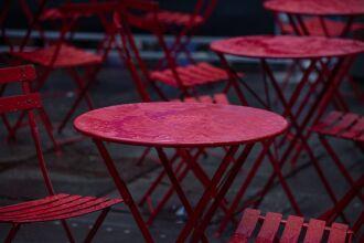 Apenas no mês de julho, oito restaurantes fecharam as portas em Passo Fundo (Foto: Hector Falcon/Unsplash)