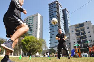 Exercício com bola no Campo do Quartel -- Foto – Gerson Lopes-ON