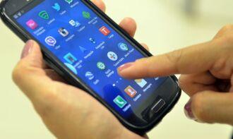 As transações podem ser feitas pelos aplicativos de bancos e de pagamentos para telefone celular ou pelo internet banking em computadores (Foto: Marcello Casal Jr./Agência Brasil)