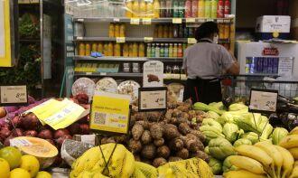 O grupo alimentação subiu de 0,76% em agosto para 2,23% em setembro (Foto: Tânia Rego/Agência Brasil)