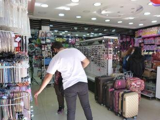 A abertura depende de acordos individuais que devem ser acertados pelos empresários, o Sindilojas e o Sindicato Laboral (Foto: Arquivo/ON)