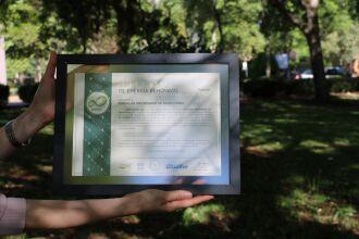 FUPF recebe Certificado de Redução de Emissão de Gases de Efeito Estufa 2020 (Foto: Camila Guedes)