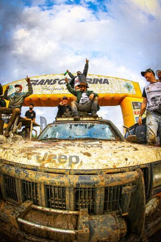 Equipe de Passo Fundo comemora na chegada - Foto - Felipe Sanches/DFOTOS