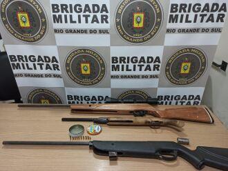 Armas foram recolhidas pela Brigada Militar (Foto: Divulgação/Brigada Militar)