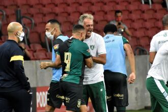 Rodolfo comemora com Lisca - Foto-Estevão Germano / América