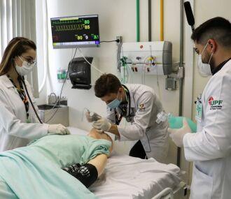 A acadêmica de Medicina da UPF, Ana Paula Vedana Marin, compartilha sua experiência no CSR (Fotos: Divulgação/Arquivo pessoal)