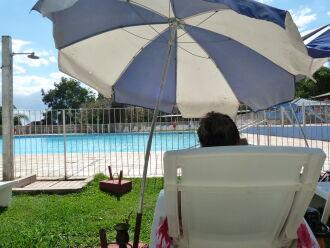 O banho de sol contará com distanciamento entre as pessoas. (Foto: Lucas Marques/ON)