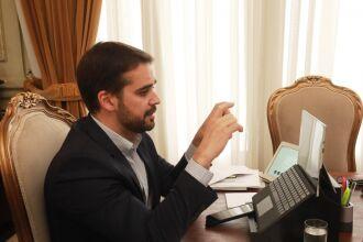 Novas medidas foram anunciadas ontem (30) pelo governador Eduardo Leite após reunião com representantes dos municípios (Foto: Itamar Aguiar/Palácio Piratini