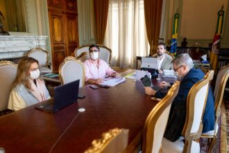 Secretário Lamb (D) assume a coordenação do Comitê de Dados no lugar de Leany (E), que presidirá o BRDE - Foto: Gustavo Mansur/ Palácio Piratini