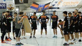 Estratégia: conversa tática no ginásio --- Foto – Jean Czerwinski -PFF
