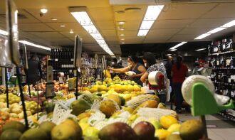 O grupo de alimentos e bebidas variou 2,54% (Foto: Tânia Rêgo/Agência Brasil)