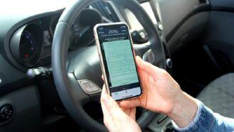 Quando forem pagas as taxas do novo licenciamento, o CRLV é atualizado no aplicativo (Foto: Divulgação / DetranRS)