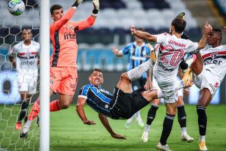 Diego Souza: gol de centroavante - Foto - Lucas Uebel-GFBPA