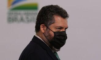 Ernesto Araújo, do MRE, comentou invasões em redes sociais (Foto: Agência Brasil)