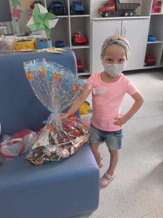 A entrega dos presentes está sendo realizada para as crianças em tratamento no Centro (Foto: Assessoria de Imprensa HSVP/Divulgação)