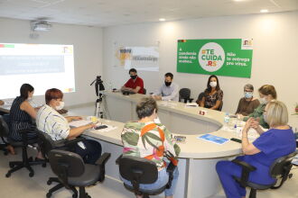 Em reunião nesta quarta (13), equipe da Secretaria da Saúde alinha estratégias para a logística de vacinação no RS (Foto: Marília Bissigo / Ascom SES)