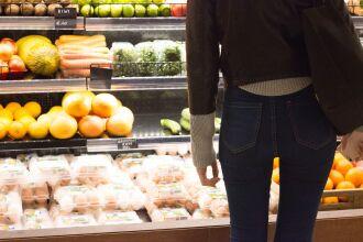 Os produtos que acumularam maiores altas de preços em dezembro foram: absorvente, lâmina de barbear e laranja (Foto: Juliana Mayo/Unsplash)