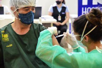 A vacinação começou pelos hospitais do município (Foto: Diogo Zanatta)