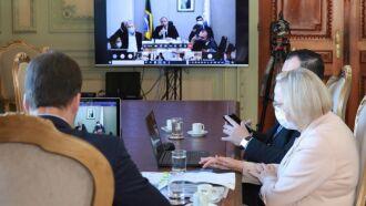 Governador Leite, secretária da Saúde, Arita Bergmann, e procurador-geral Eduardo Cunha da Costa participaram da webreunião (Foto: Itamar Aguiar/Palácio Piratini)