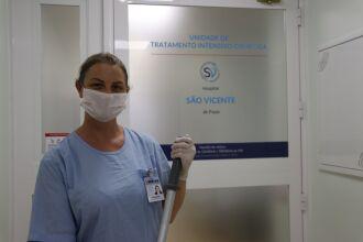 Fabiana Lúcia de Marchi foi a primeira profissional imunizada contra a covid-19 no HSVP. Foto: Carol Silvestro/HSVP