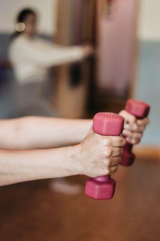 A prática de exercícios físicos deve ser critério crítico para o tratamento de doenças (Foto: Yulissa Tagle/Unsplash)