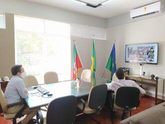 o prefeito Pedro Almeida participou de uma reunião promovida pela FamuRS (Foto: Divulgação/PMPF)