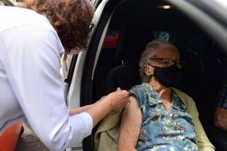 Restam cerca de 100 doses para a vacinação hoje (Foto: Divulgação)