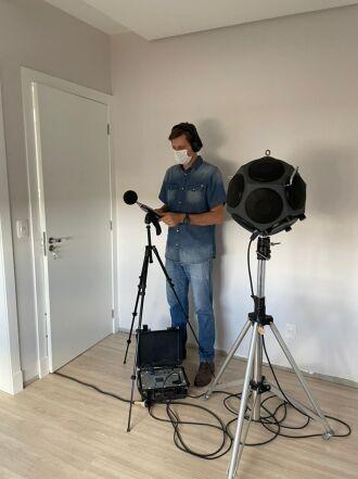 Sonômetro e fonte sonora dodecaédrica são alguns dos equipamentos utilizados pelo Cetec (Foto: Divulgação/PMPF)