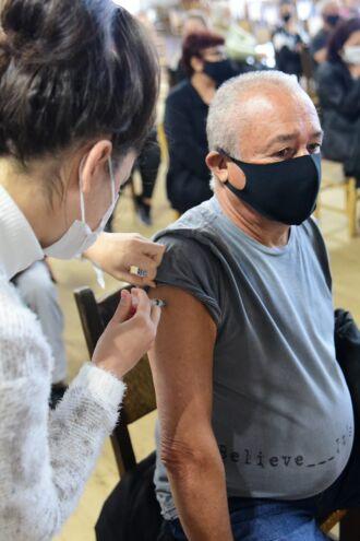 O grupo de pessoas com comorbidades continua sendo vacinado (Foto: Divulgação/PMPF)