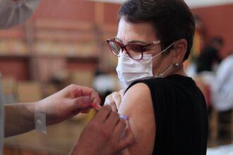 Em torno de 2,7 mil pessoas receberam a segunda dose da CoronaVac nesta semana (Foto: Michel Sanderi/Divulgação PMPF)