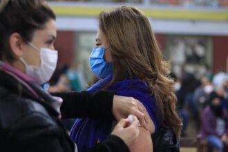 A vacinação para a população em geral, por faixa etária, começou no sábado (5) (Foto: Divulgação/PMPF)