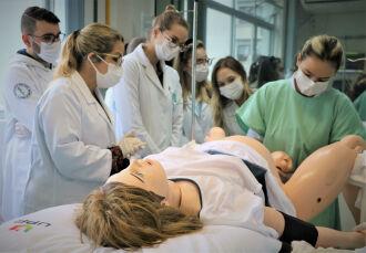 Centro de Simulação Realística proporciona o desenvolvimento de habilidades clínicas e aprendizado em procedimentos médicos, por meio da simulação realística com modelos de alta fidelidade e softwares de realidade virtual ( Foto: Camila Guedes/UPF)