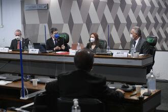 A audiência pública interativa ouve o depoimento de especialistas convidados a respeito de aspectos técnicos da Covid-19 (Fotos: Jefferson Rudy/Agência Senado)