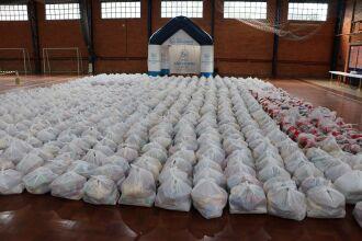Cestas de alimentos foram repassadas a SEMCAS que fará a entrega para as famílias (Foto Assessoria de Imprensa HSVP/Caroline Silvestro)