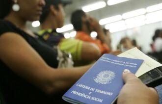 Resposta do setor produtivo para absorver esses trabalhadores não está sendo suficiente. Foto: Arquivo/Agência Brasil