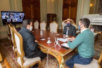 Em solenidade presencial e virtual, governador Leite sancionou leis no Palácio Piratini (Foto: Gustavo Mansur / Palácio Piratini)