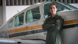 """""""A experiência do voo é melhor do que eu imaginava"""", afirma a capitã Mariana, classificada em primeiro lugar no curso (Foto: Everton Ubal /PM5)"""