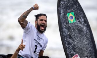 O potiguar conquistou na madrugada desta terça-feira (27) a primeira medalha de ouro do surfe (Foto: Jonne Roriz/COB)