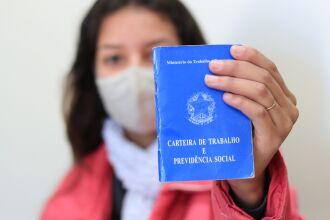 Os candidatos devem apresentar um documento de identificação com foto, a Carteira de Trabalho e, quem tiver, o currículo (Foto: Michel Sanderi/Divulgação PMPF)
