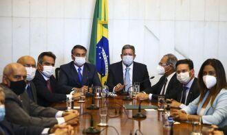 Ministros também participaram da entrega, além de Bolsonaro e Arthur Lira (Foto: Marcelo Camargo/Agência Brasil)