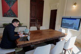 O governador Eduardo Leite coordenou a reunião do Gabinete de Crise (Foto: Itamar Aguiar/Palácio Piratini)