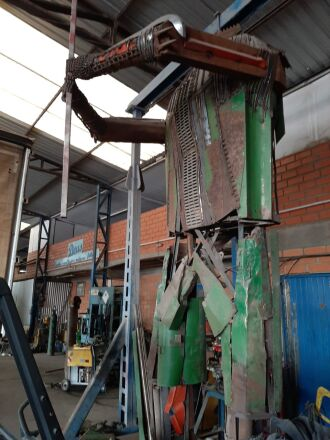 O trabalho iniciou há 60 dias e a estátua deve chegar a aproximadamente 6m de altura (Foto: Jabs Paim Bandeira/Rede social)