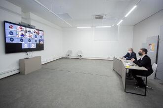 Governador Leite e o secretário de Inovação, Ciência e Tecnologia, Luís Lamb, participam de videoconferência que lançou o edital (Foto: Felipe Dalla Valle/Palácio Piratini)