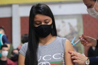 Pessoas com mais de 19 anos já foram vacinadas na cidade (Foto: Michel Sanderi/Divulgação PMPF)