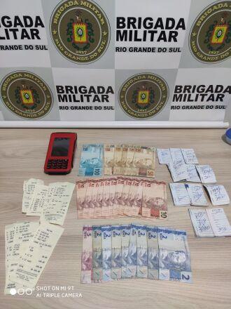 Foi lavrado Termo Circunstanciado e os objetos foram confiscados (Foto: Divulgação/Brigada Militar)