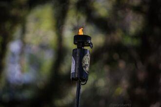 A chama foi recebida no local onde Anita Garibaldi teria pernoitado, a Praça Tamandaré (Foto: Roberto Sander)