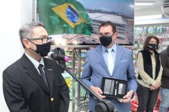 João Luiz Cavalieri, Diretor da AMRIGS, e Pedro Henrique Brair, da Farmácias São João (Foto - Marcelo Matusiak-AMRIGS)
