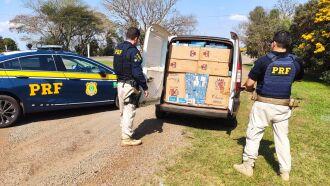 O veículo e a carga foram apreendidos (Foto: Divulgação/PRF)
