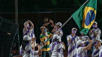 Daniel Dias foi porta-bandeira do Brasil na cerimônia de encerramento (Foto: Fábio Chey/CPB)